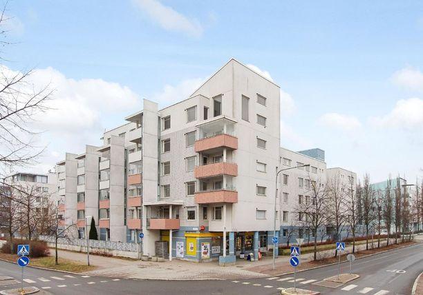 Helsinkiläisasunto sijaitsee merenrannan, kauppakeskuksen ja metroyhteyden läheisyydessä.Talo on rakennettu vuonna 1995.