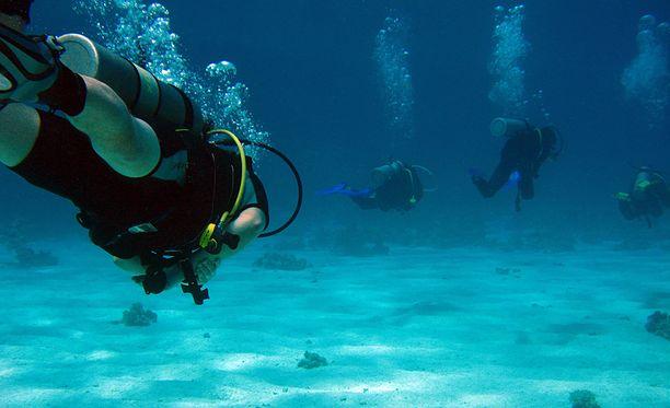 BBC kertoo, että sukeltaja oli kaksi päivää vedenalaisessa luolassa. Kuvituskuva.