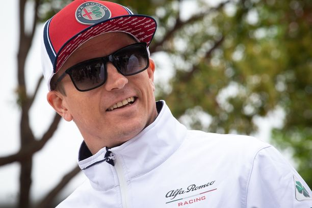 Kimi Räikkönen murjaisi vitsin Kiinan GP:n lehdistötilaisuudessa.