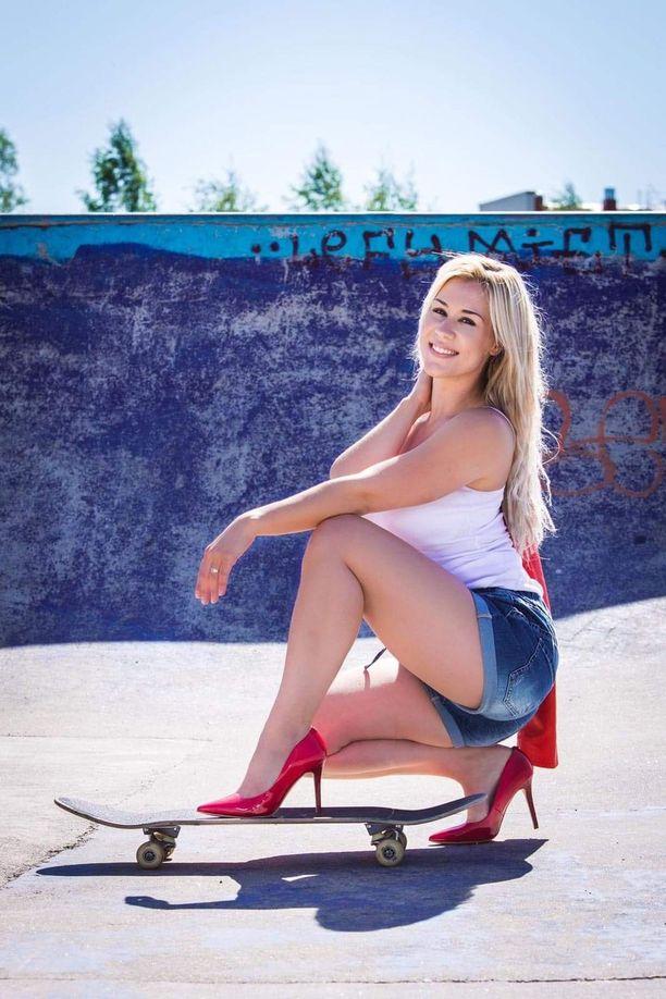 Emilia Kuisma voitti Miss Hot Rod -tittelin.