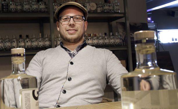 Toimitusjohtaja Miika Lipiäisellä on syytä hymyyn. Kyrö Distilleryllä menee loistavasti.