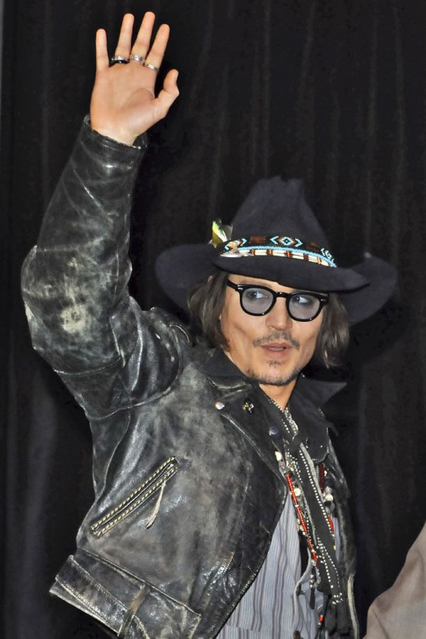 Muun muassa Pirates of the Caribbean -elokuvista tuttu muuntautumiskykyinen näyttelijä, Johnny Depp, osaa todistettavasti myös laulaa.