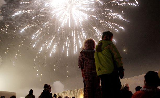 Sekä aattona että uudenvuodenpäivänä pakkasta näyttäisi olevan koko maassa 12-25 astetta.