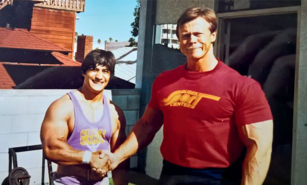 Annus tapasi kehonrakentaja Danny Padillan Los Angelesissa vuonna 1985.