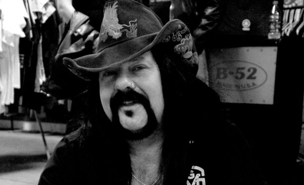 Vinnie Paul on kuollut.