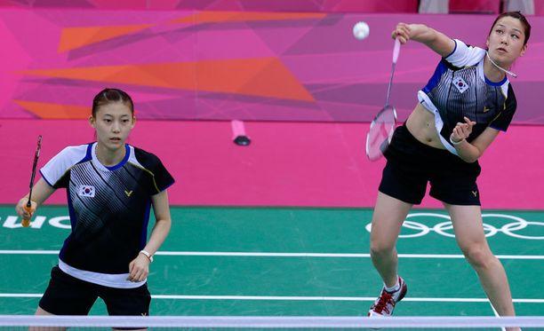 Kim Ha-na ja Jung Kyung-eun saivat kahden vuoden kilpailukiellon.
