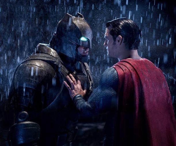Batman ja Superman ottavat toisistaan mittaa uutuusfilmissä Batman V Superman: Dawn of Justice.