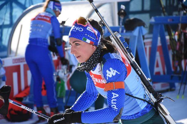Italian Lisa Vittozzi johtaa ampumahiihdon maailmancupia.