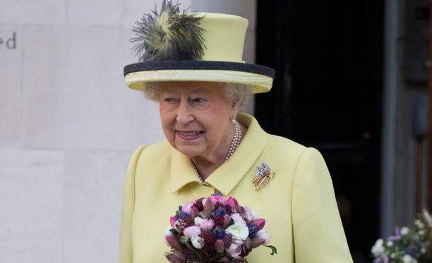 Kuningatar Elisabet on kärsinyt sitkeästä flunssasta.