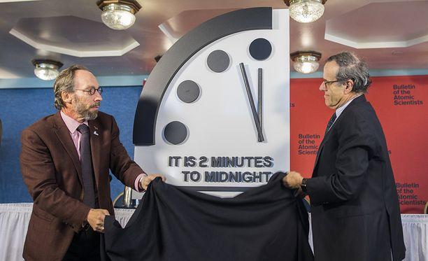 Tuomiopäivän kellon uusi viisarinasento paljastettiin torstaina Washingtonissa.