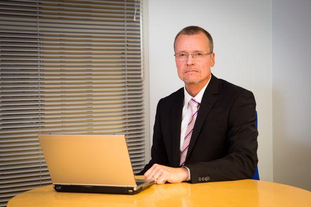 Eksoten hallintojohtaja Keijo Siiskonen toteaa, että Eksoten on sekä saatava alijäämä paikattua että tehtävä rakenteellisia muutoksia.