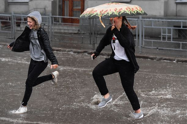 Tänään on tiedossa paikoin kovia sateita. Kuvituskuva.