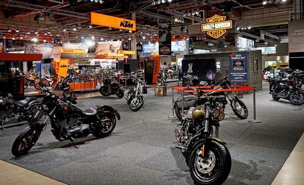 KTM oli myydyin uusi moottoripyörä vuonna 2017 ja Harrikka suosituin tuontipyörä. Kuva MP 2017 -messuilta.