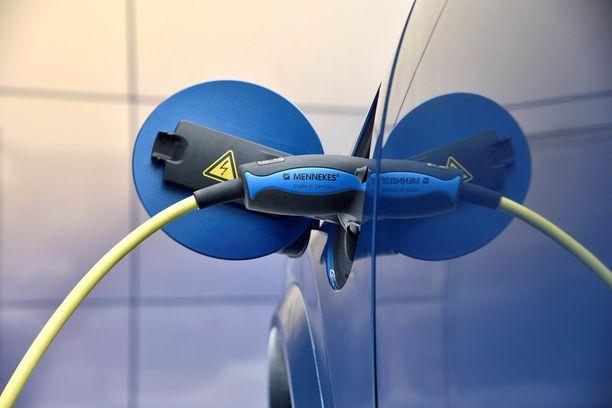 Volvon plug in -hybridiin pitäisi jättää 25 prosentin virtamäärä seisonnan ajaksi.