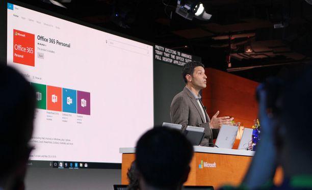 Microsoftin Windows- ja laitejohtaja Terry Myerson esitteli uutta Windowsia, joka voi antaa elämän vanhemmillekin koneille.