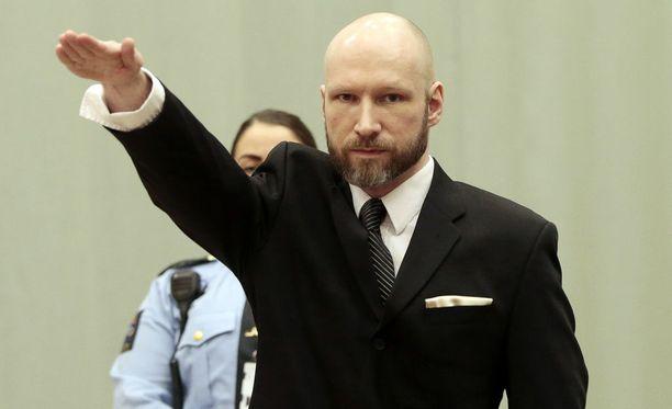 Anders Behring Breivik kuvattuna oikeudessa Norjassa tammikuussa 2017. 77 ihmistä tappaneen Breivikin kerrottiin tänä kesänä muuttaneen nimensä Fjotolf Hanseniksi.