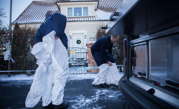 Kolme miestä löytyi kuolleina tästä talosta perjantaina aamupäivällä. Poliisi tutkii tekoa kolmoismurhana.
