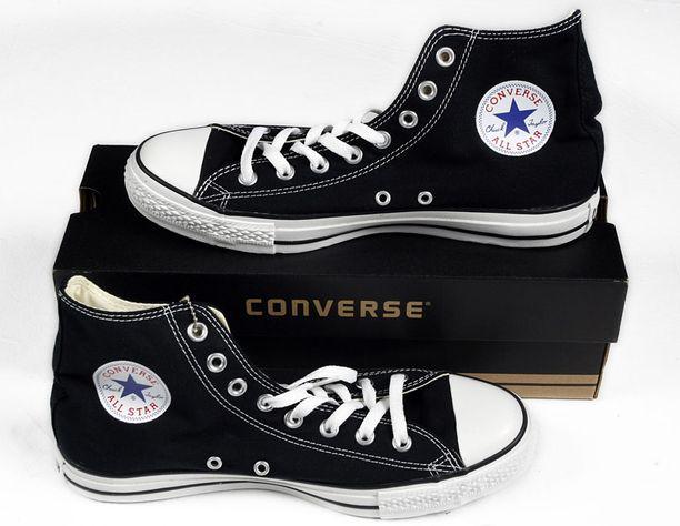 Converseja saa helmikuusta lähtien myös pirteissä Marimekko-kuoseissa.