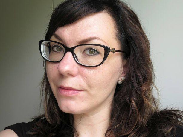 Yli 20 vuoden aikana Minttu-Maaria Vuorio on kokeillut ihoonsa lukemattomia erilaisia hoitokeinoja.