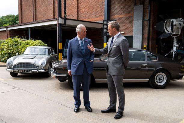 Prinssi Charles vieraili kesällä James Bond -elokuvan kuvauksissa.