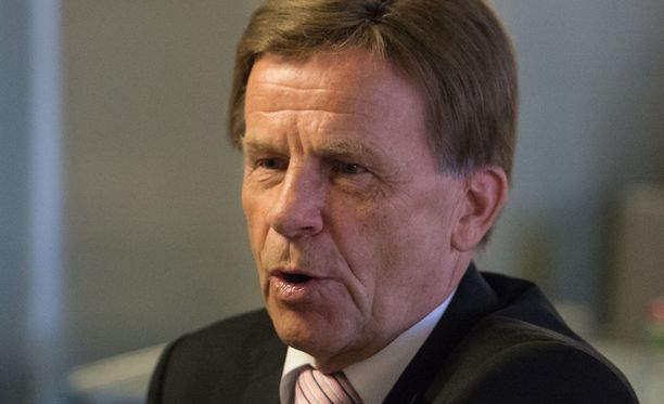 Pekkarinen pitää hieman yllättävänä sitä, että omistajaohjauksesta vastaava ministeri Sirpa Paatero (sd) puuttui asiaan vasta tänään.