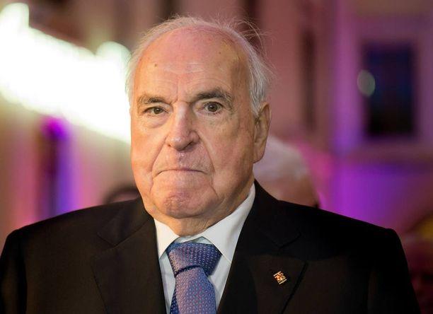Helmut Kohl raivostui paljastuskirjan julkaisemisesta.