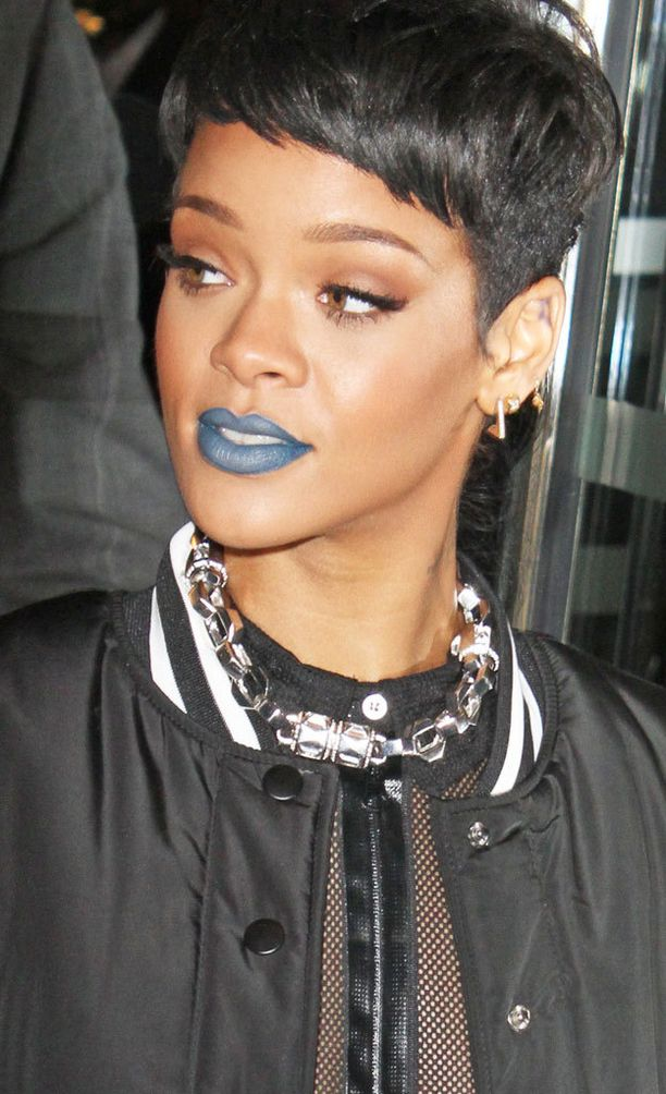 Rihanna rakastaa näyttäviä huulipunia. Hänelle kelpaavat niin sininen...