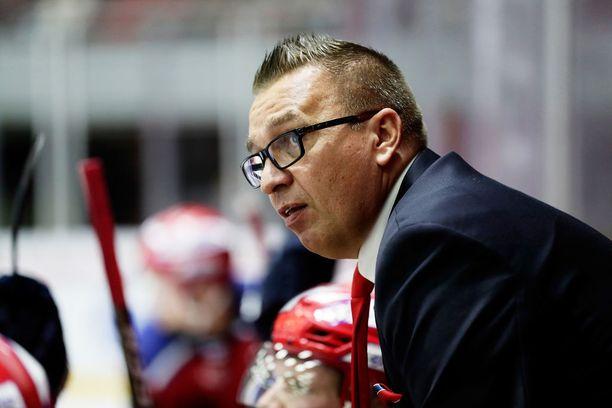Päävalmentaja Ari-Pekka Selin siirtyi viime kauden jälkeen Turusta HIFK:n penkin taakse.