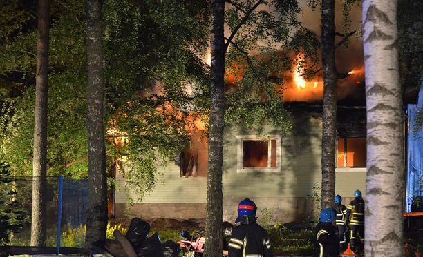 Omakotitalo tuhoutui tulipalossa kokonaan.