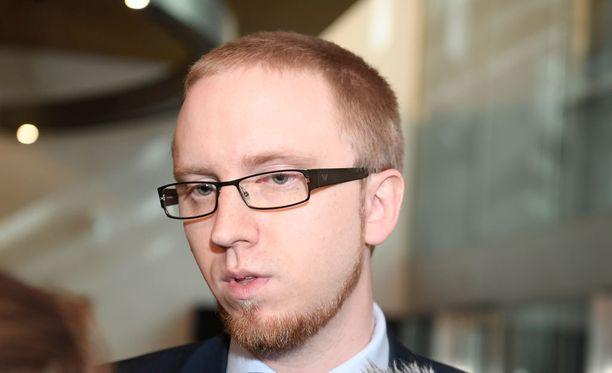 Uusi vaihtoehto -ryhmän puheenjohtaja Simon Elo saa vielä odotella mahdollisia jäsenhakemuksia.
