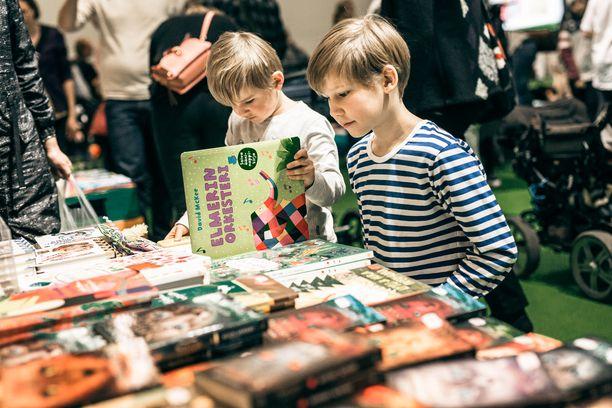 Lastenosaston uudistus onnistui. Perheet viihtyivät Helsingin Kirjamessuilla hyvin.