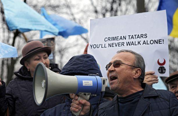 Krimin tataarien puolesta osoitettiin mieltä Romanian pääkaupungissa Bukarestissa helmikuussa.