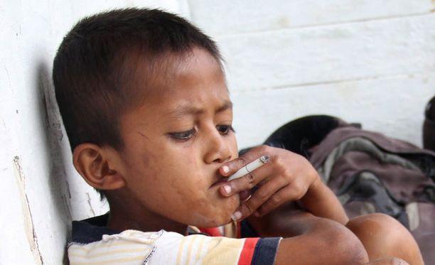 Joka kolmas indonesialainen tupakoi