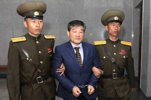 Yhdysvaltain kansalaista Kim Dong Chulia saateltiin oikeuden eteen tänään Pjongjangissa.
