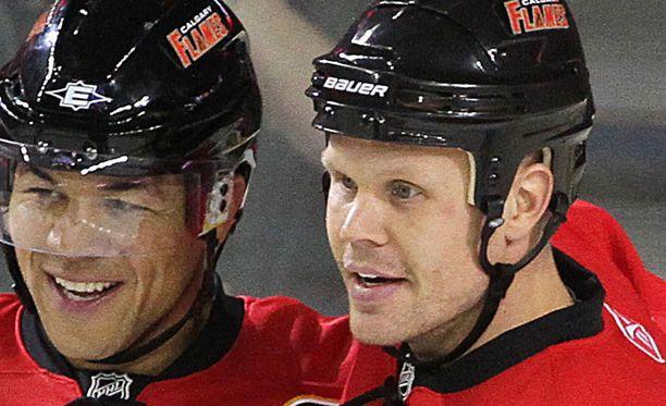 Olli Jokinen loisti aloituksissa Chicago Blackhawksia vastaan.