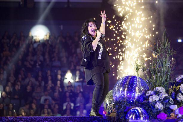 Kaija Koon oli tarkoitus esiintyä Stadionation-konsertissa 7. elokuuta.