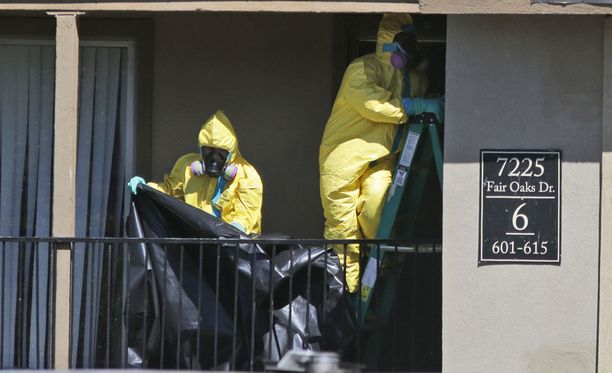 Myrkyllisiä aineita puhdistettiin rakennuksesta, jossa Thomas Duncan majoittui saavuttuaan Liberiasta. Nyt Duncan on kriittisessä tilassa.