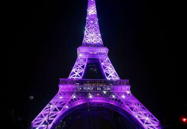 Viime lokakuussa Eiffel valaistiin pinkiksi rintasyöpäpotilaiden muistoksi.