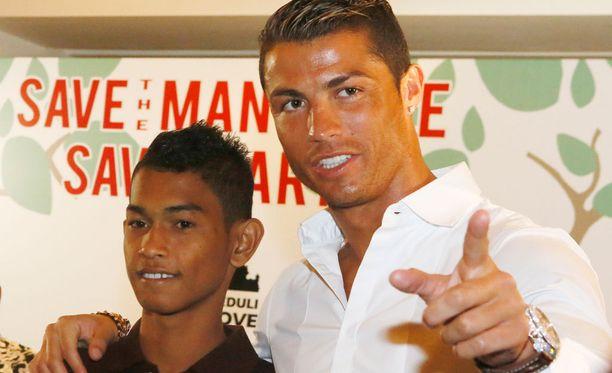 Cristiano Ronaldo tuki Martunista tsunamin jälkeen.
