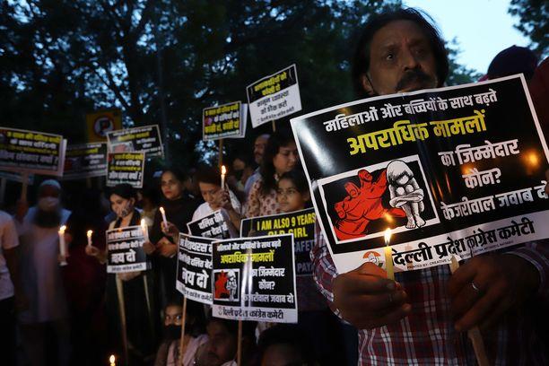 Pikkutytön raiskausmurha aiheutti raivoa Delhissä. Kuva mielenosoituksesta 4. elokuuta.