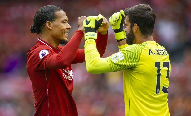 Virgil van Dijk ja Alisson ovat vakauttaneet Liverpoolin puolustusta.