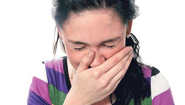 AIVASTUTTAA Lämmin kevät on aiheuttanut normaalia enemmän oireita siitepölyallergikoille.