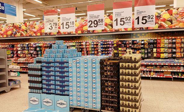 12-pack 5,5-prosenttista lonkeroa maksoi Jumbon K-Citymarketissa Vantaalla maanantaina lähes 30 euroa. 8-pack Karhun nelosolutta maksoi lähes 16 euroa.