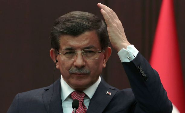 Ahmet Davutoglu ilmoitti Turkin vastaavan Venäjälle, jos siviilien pommitukset eivät lopu.