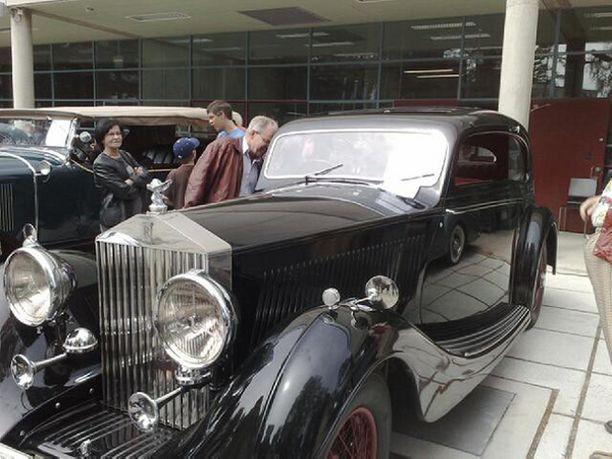 Vuonna 1936 valmistettu Rolls-Royce on ainoa laatuaan maailmassa ja loistokunnossa espoolaisomistuksessa.