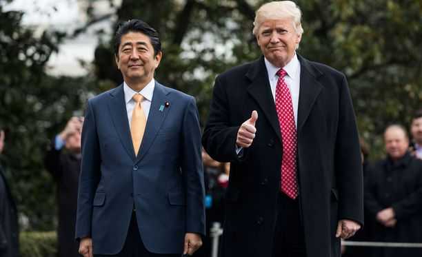 Trump ja Abe aloittivat keskustelut positiivisissa tunnelmissa perjantaina, kaksi päivää ennen Pohjois-Korean ohjuskoetta.
