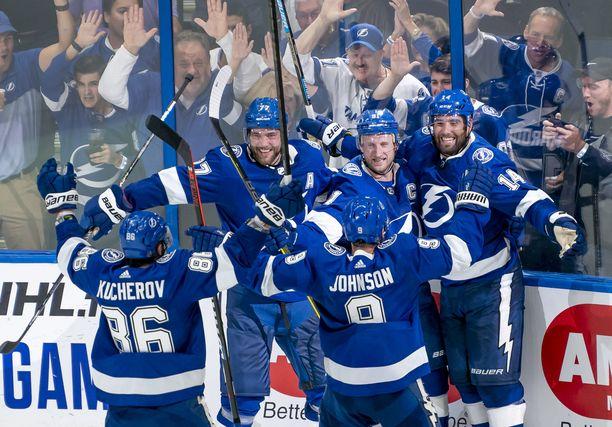 Tampa Bay Lightning on ollut muutaman vuoden ajan NHL:n suurimpia mestarisuosikkeja. Onnistuuko joukkue tänä vuonna jatkamaan runkosarjamenestyksestä Stanley Cup -mestaruuteen?