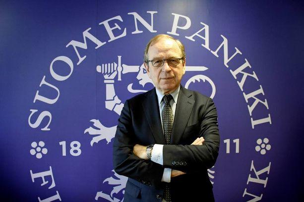 """Suomen Pankin pääjohtajan Erkki Liikasen mielestä nyt """"ei ole huono ajankohta"""" ottaa lainaa henkilökohtaiseen kulutukseen."""