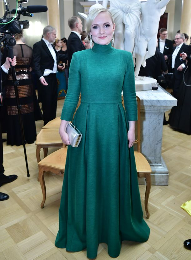 Maria Ohisalo valitsi Linnan juhliin tyylikkään iltapuvun.