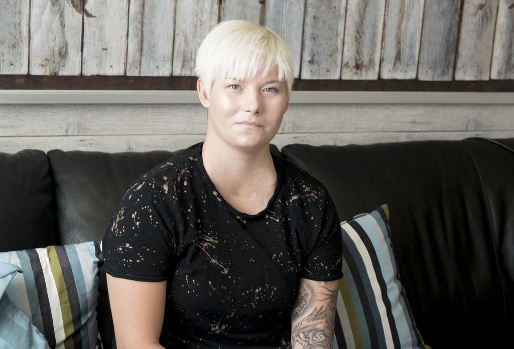 """Vatsaan ammutun Heidi Foxellin musertava hetki: Poikaystävä ja ex-tyttöystävä alkoivat seurustella keskenään, katkaisivat välit - """"Minut jätettiin yksin sanomatta mitään"""""""